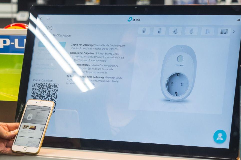 Digital Signage Lösung von kumkju als Touchscreen Display freistehend